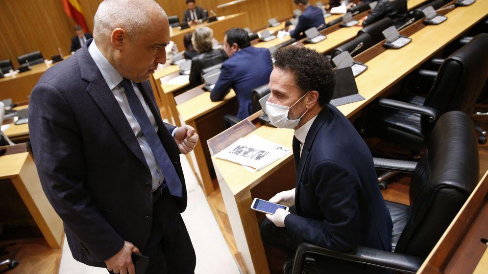 Foto: El diputado socialista Rafael Simancas, junto a Edmundo Bal. (EFE)