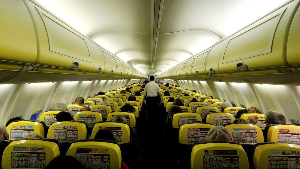 Foto: Cabina de un avión de Ryanair | REUTERS