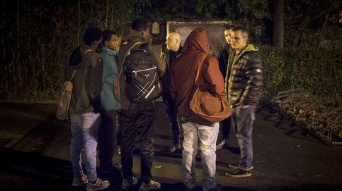 Los 'búhos' que recogen migrantes en Irún y los mandan rumbo a Francia