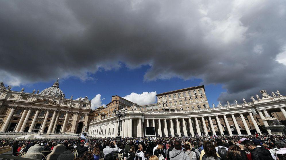 Foto: Vistas de la Ciudad del Vaticano durante una oración del Papa Francisco (Efe)
