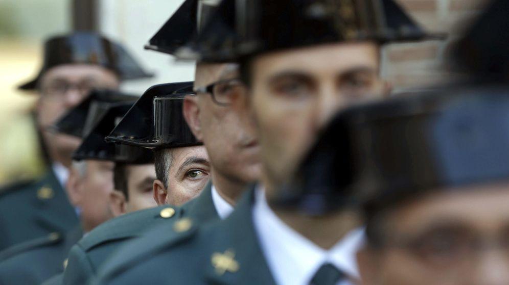 Foto: Guardias civiles durante el Pilar, patrona del cuerpo. (EFE)