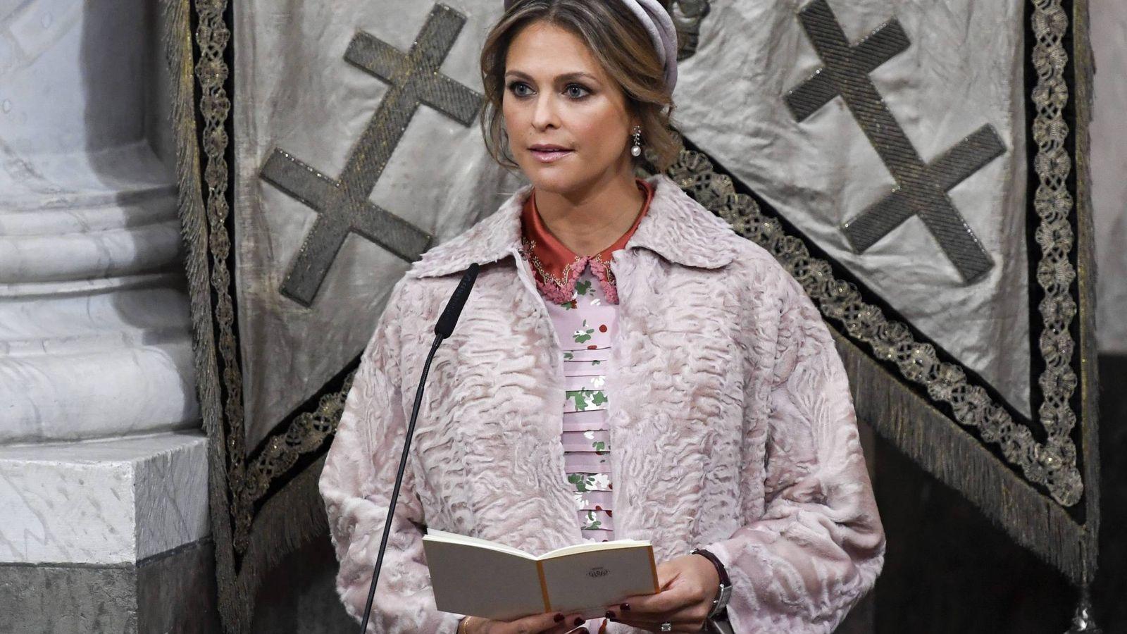 ae8c30c9 Familia Real de Suecia: El carisímo (y criticado) look de Magdalena ...