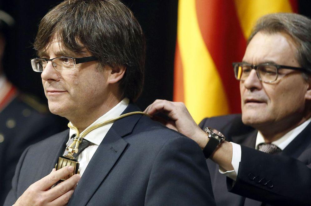 Foto: Toma de posesión de Carles Puigdemont como nuevo presidente de la Generalitat. (EFE)