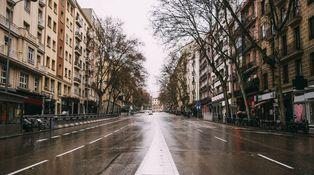 La España del miedo: cómo pasamos de vivir en la calle a cerrar las puertas a cal y canto