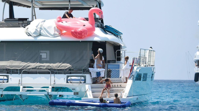 Foto: Carmen Thyssen de vacaciones en familia en Ibiza, en 2018. (Cordon)