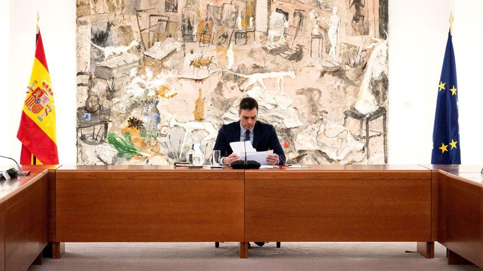 Foto: El presidente Pedro Sánchez, durante la reunión del comité de gestión técnico del coronavirus en el Palacio de la Moncloa, este lunes. (EFE)
