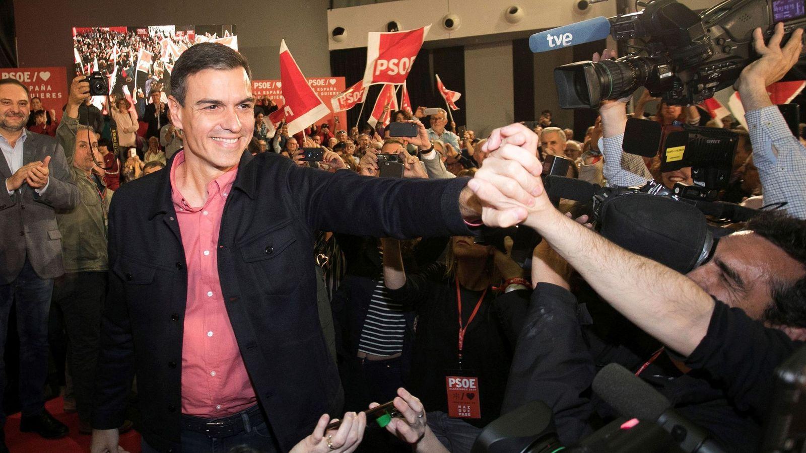 Foto: El presidente del Gobierno, Pedro Sánchez, a su llegada a un mitin en Castellón. (EFE)