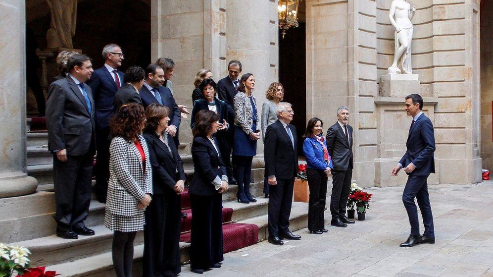 Foto: Foto de familia antes de la reunión del Consejo de Ministros celebrado en Barcelona. (EFE)
