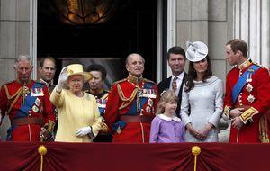 Un secretario de Buckingham traiciona a la Corona británica