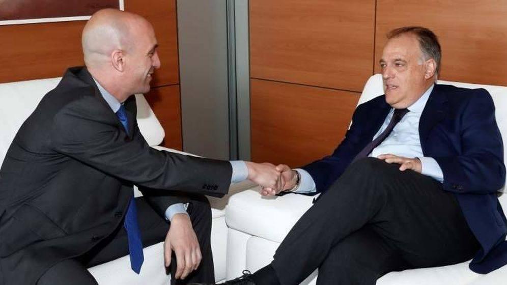 Foto: Luis Rubiales y Javier Tebas, presidentes de la RFEF y LaLiga, respectivamente. (EFE)
