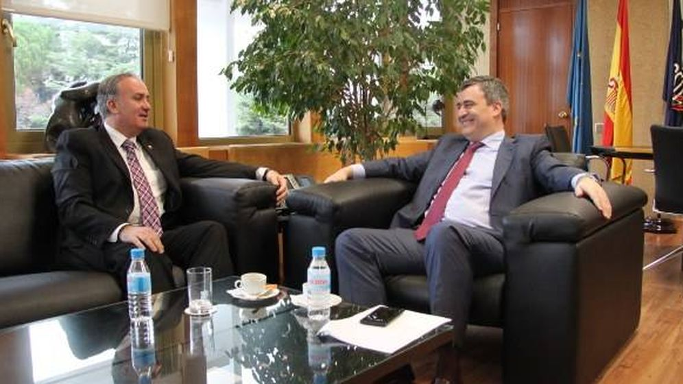 Foto: El presidente de la Federación Española de Taekwondo, Jesús Castellanos, con el presidente del CSD, Miguel Cardenal. (Foto CSD)