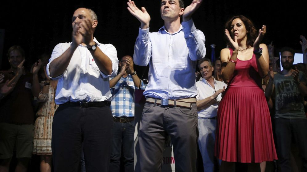 Foto: El candidato Andrés Herzog (c) aplaude junto a los también candidatos José Antonio Rueda e Irene Lozano tras convertirse en el nuevo líder de UPyD (Efe)
