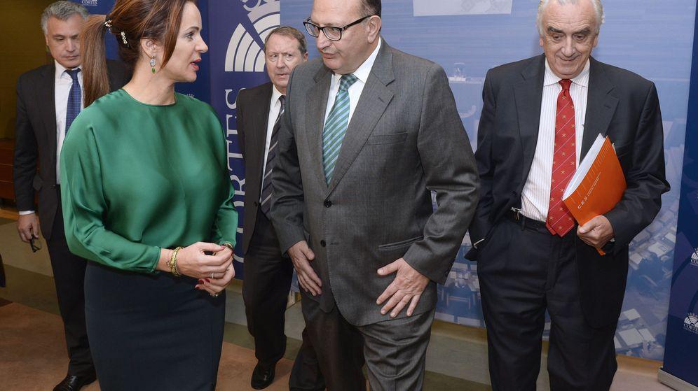 Foto: El presidente del Tribunal de Cuentas, Ramón Álvarez (centro). (EFE)