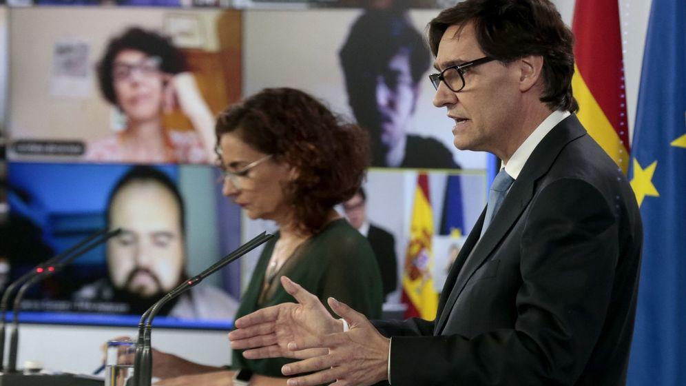 Foto: La portavoz del Gobierno y ministra de Hacienda, María Jesús Montero, y el ministro de Sanidad, Salvador Illa. (EFE)