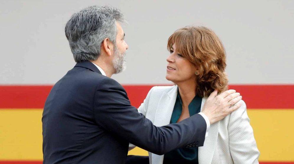 Foto: El presidente del Tribunal Supremo, Carlos Lesmes, saluda a la ministras de Justicia, Dolores Delgado. (EFE)