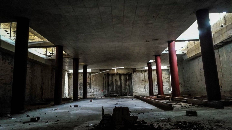 El vestíbulo a medio terminar de una de las estaciones que iba a tener el recorrido.