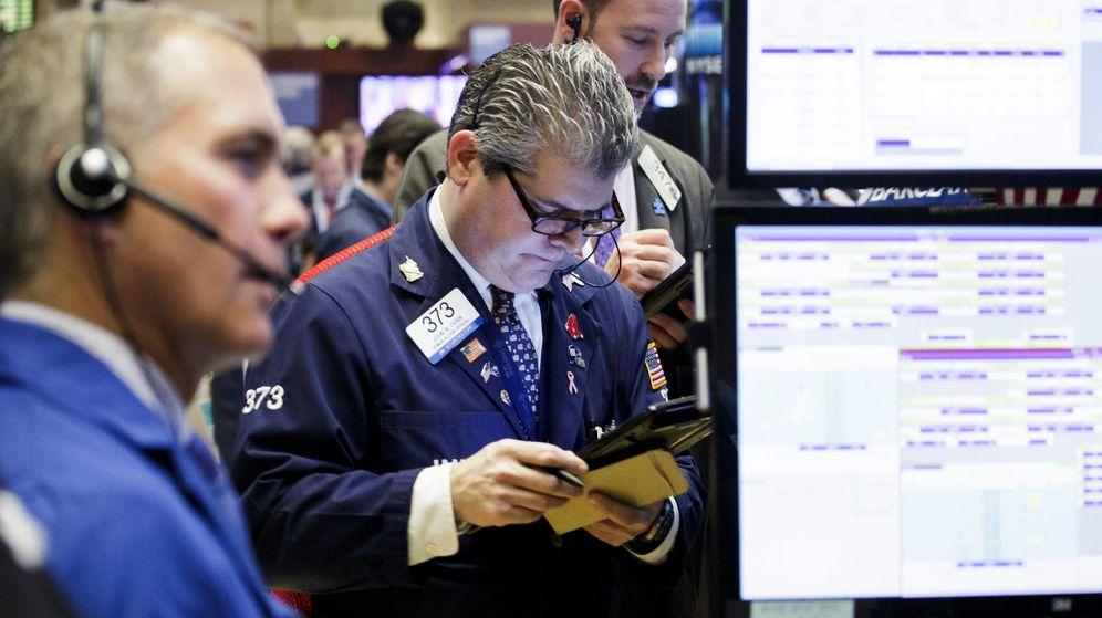 Foto: Varios comerciantes operan en la Bolsa de Nueva York. (EFE)