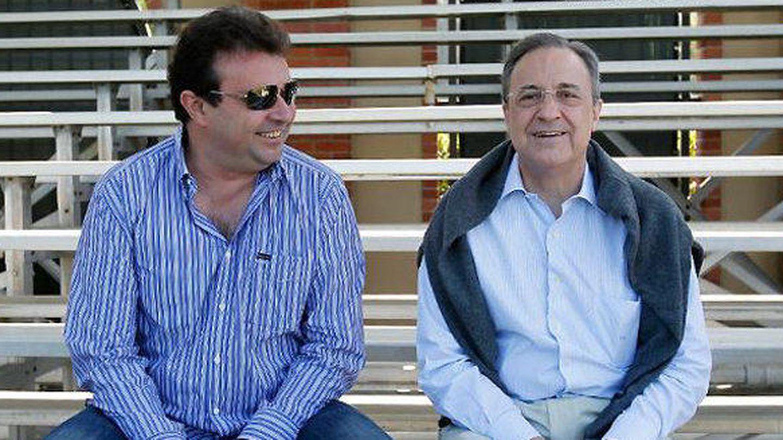 José Ángel Sánchez, con Florentino Pérez, durante una gira del Real Madrid.