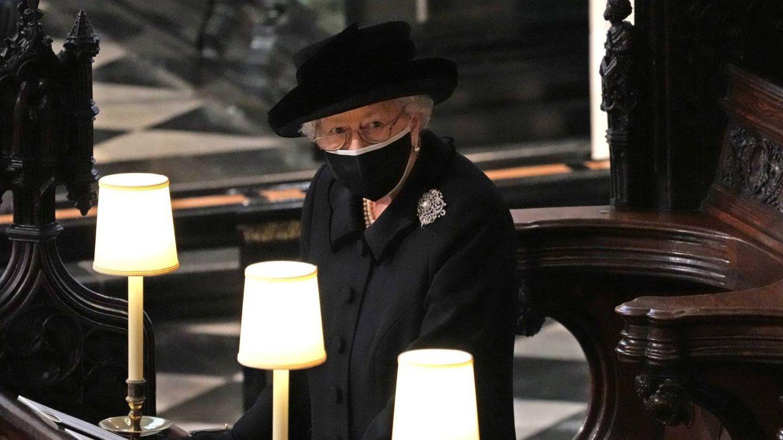 Isabel II en el funeral de su marido, el duque de Edimburgo. (Cordon Press)