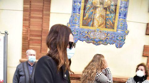 Isabel Pantoja envía una corona de flores,  pero no asiste al entierro del padre de Irene Rosales
