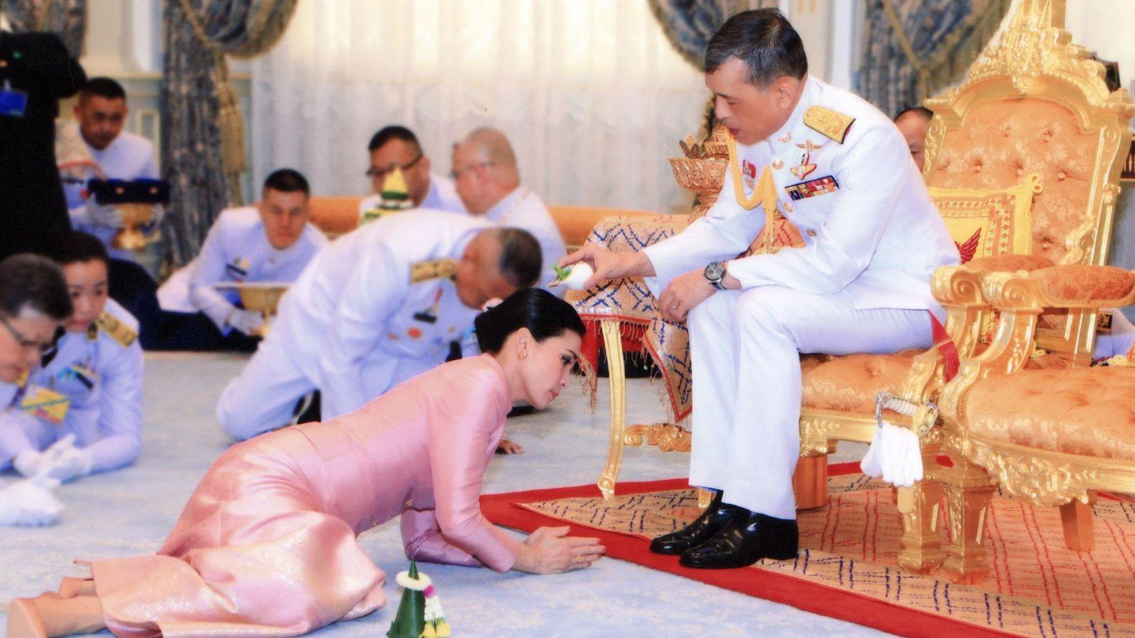 Foto: El rey de Tailandia, Maha Vajiralongkorn, y su esposa Suthida. (EFE)