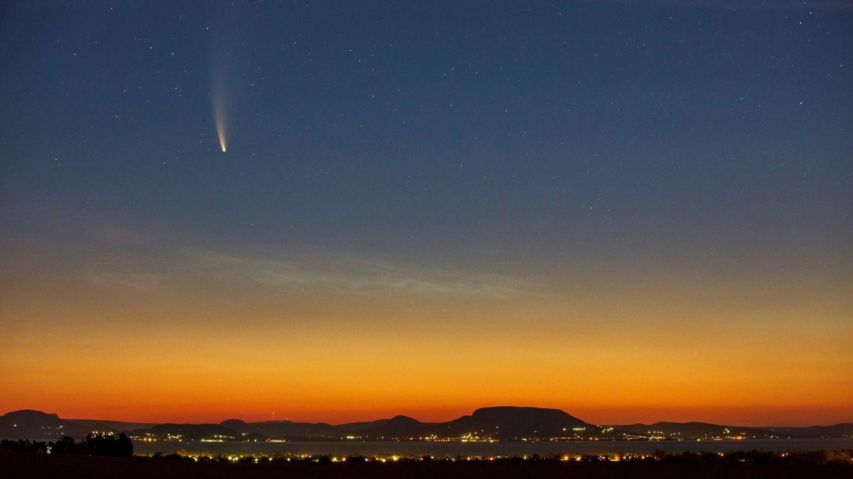 El cometa Neowise sobrevuela Hungría. (EFE)