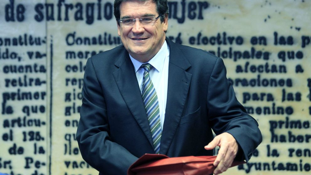 La AIReF critca a Montoro: si cumple el déficit será por los ayuntamientos