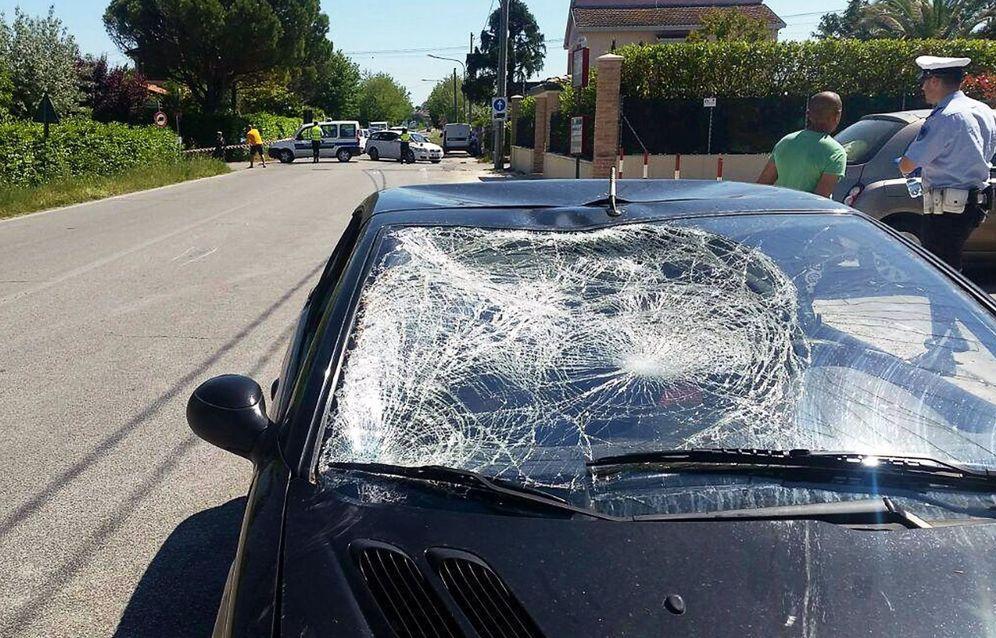 Foto: Así quedó el coche que atropelló a Nicky Hayden. (EFE)