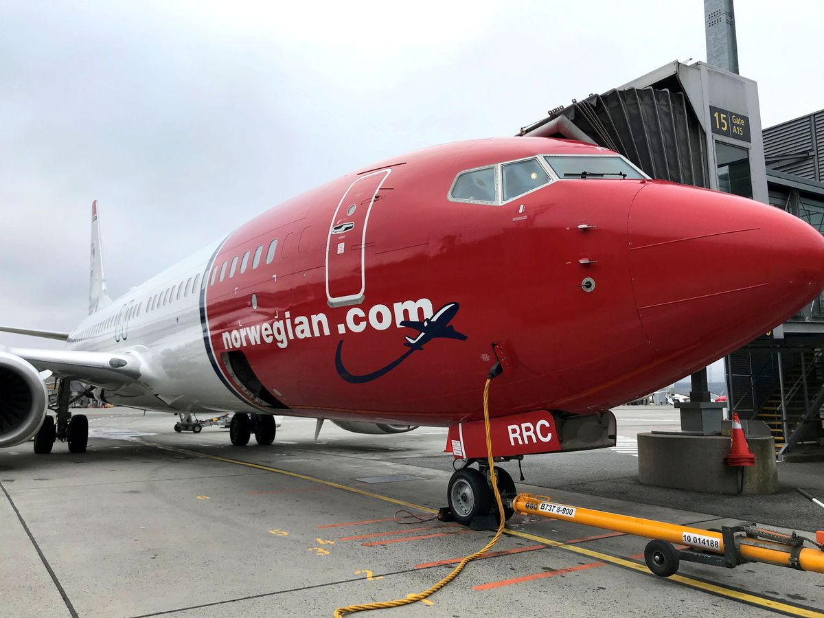Foto: File photo: a norwegian air plane is refuelled at oslo gardermoen airport