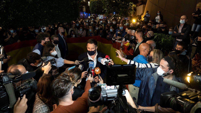 Los vetos y la herencia trumpista: Vox explota el populismo en su estrategia mediática