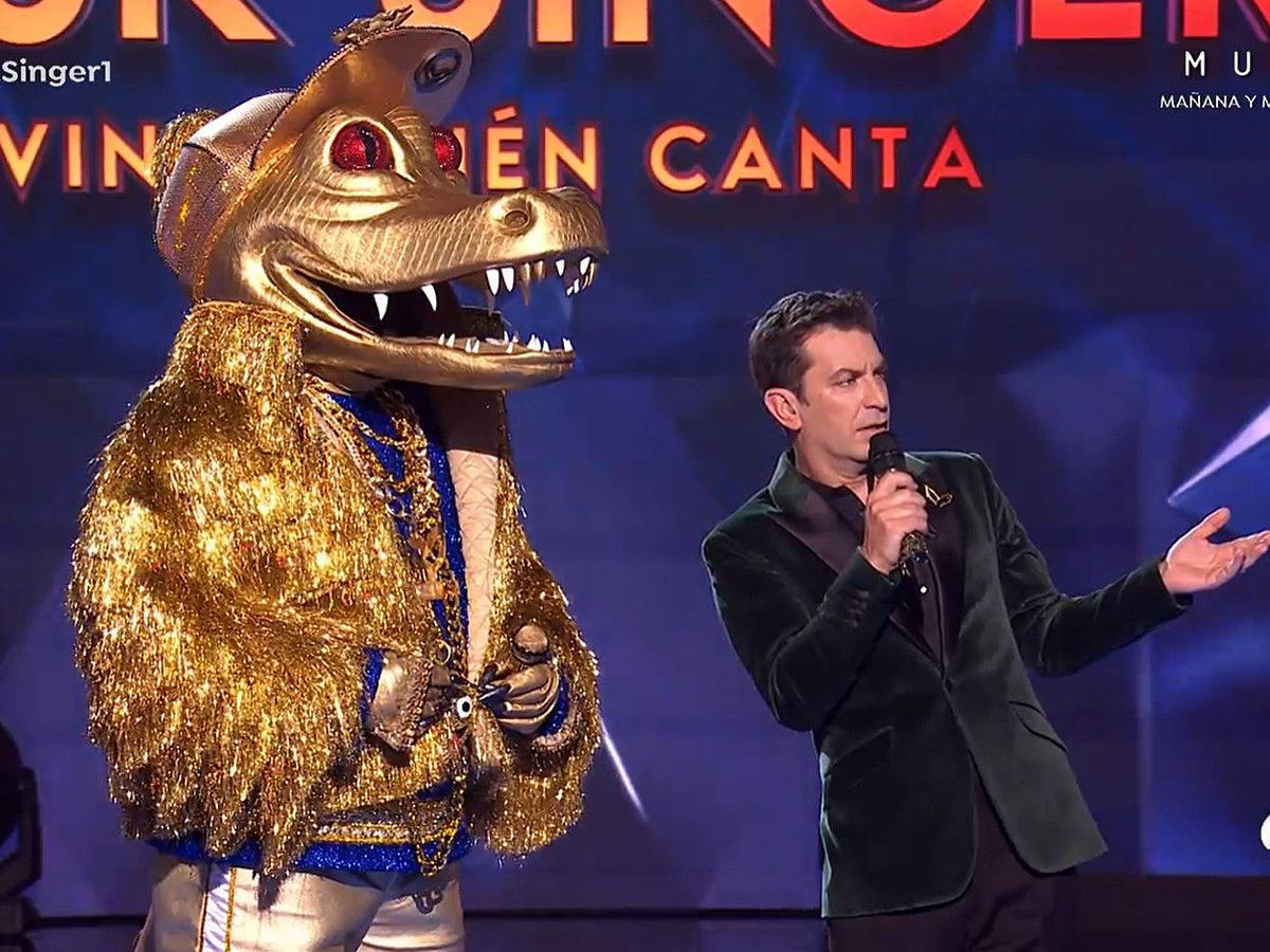 Foto: El Cocodrilo y Arturo Valls, en 'Mask Singer 2'. (Atresmedia)