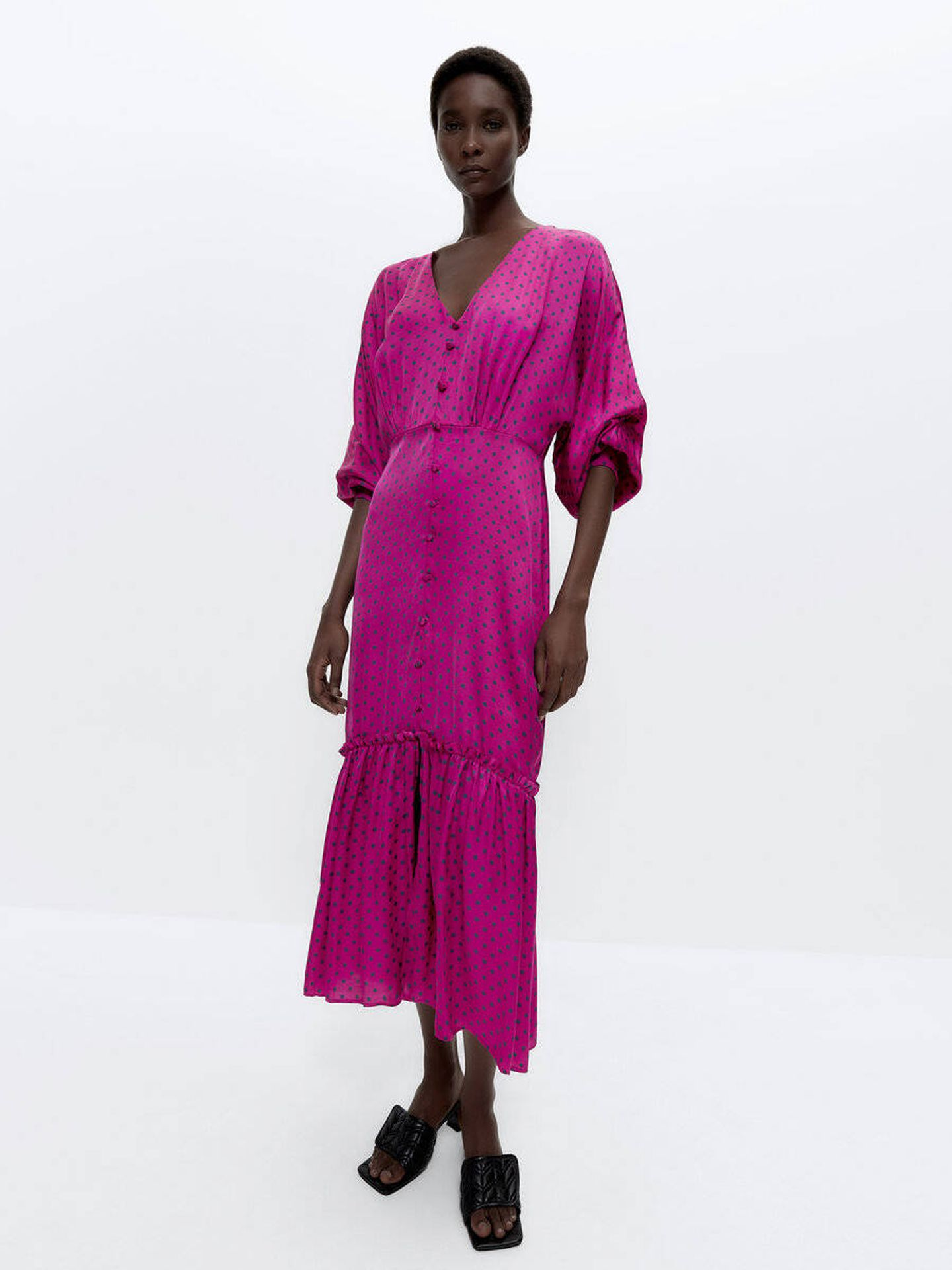 El vestido de lunares de Uterqüe. (Cortesía)
