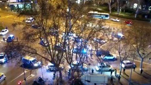 Vídeo | Espectacular congregación de policías para aplaudir a los sanitarios en Madrid