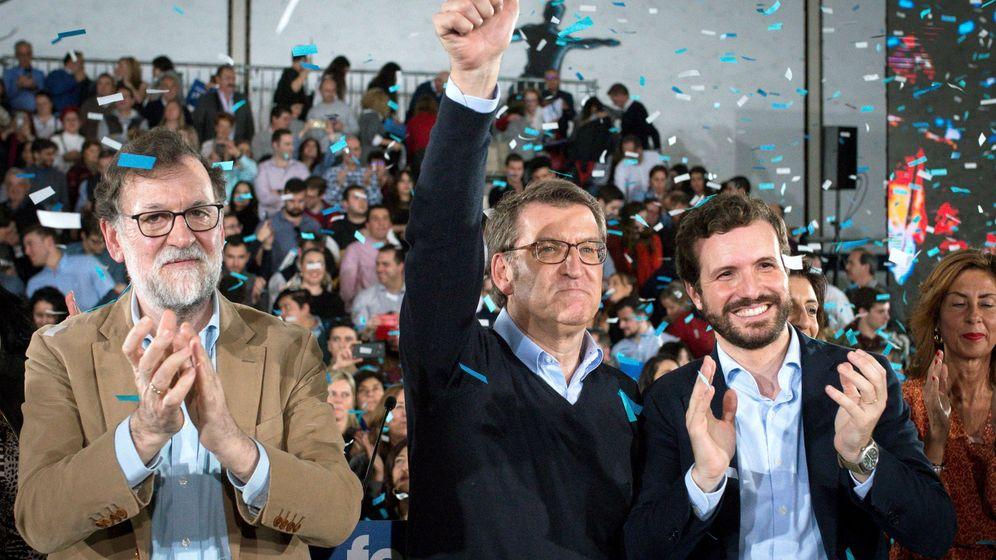 Foto: El presidente del PPdeG, Alberto Núñez Feijóo, (c) acompañado del expresidente del Gobierno, Mariano Rajoy (i) y el presidente nacional del PP, Pablo Casado. (EFE)