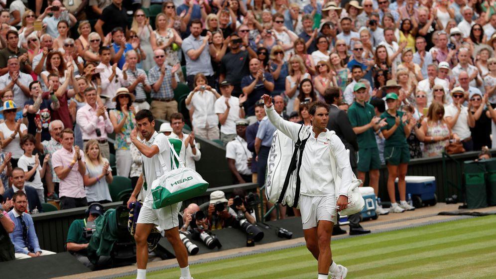 Foto: Djokovic y Nadal, al terminar. (Reuters)