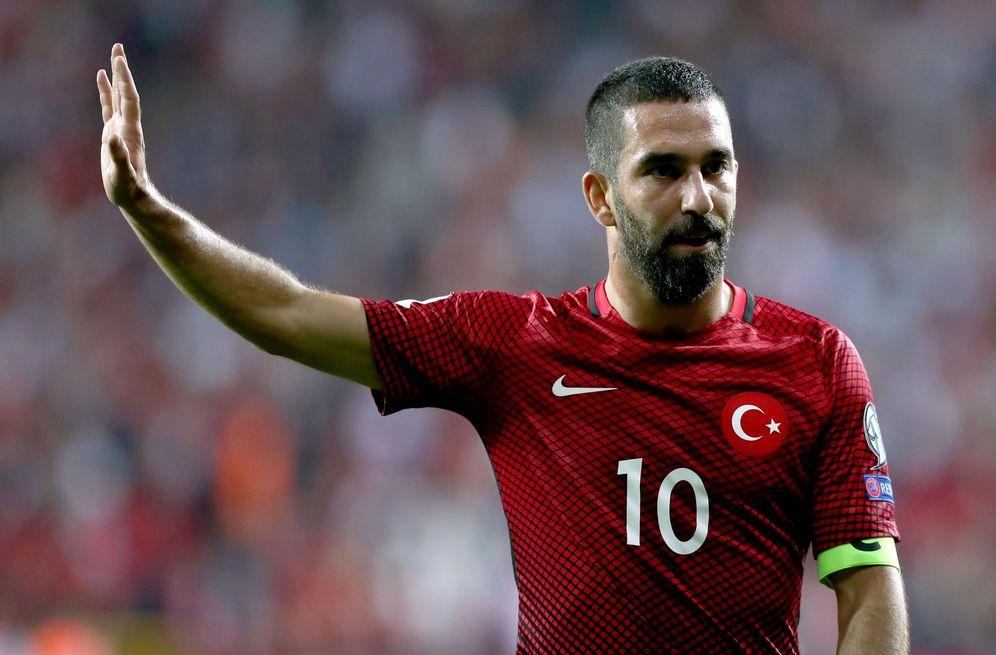 Foto: Arda Turan, durante un partido con la selección de Turquía. (EFE)