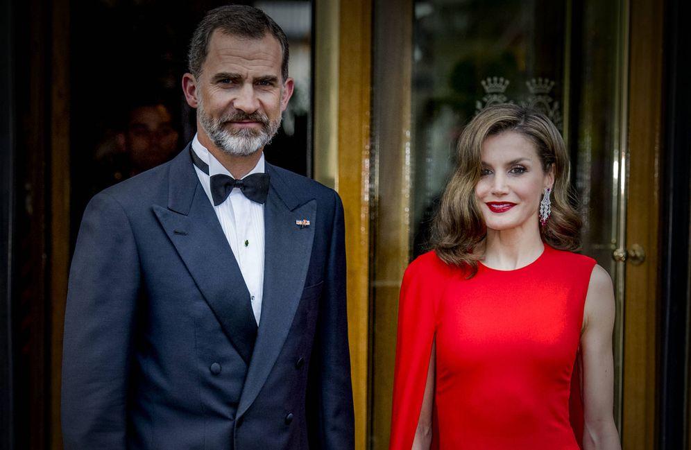 Foto: Los Reyes a su salida del hotel Des Indes. (Gtres)