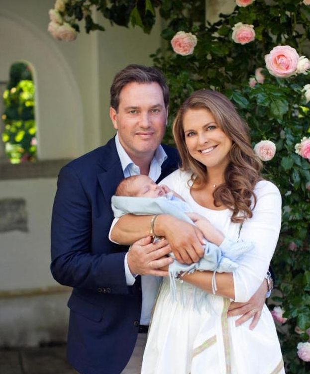 Foto: Magdalena de Suecia y su marido junto a su segundo hijo, el príncipe Nicolás (Gtres)