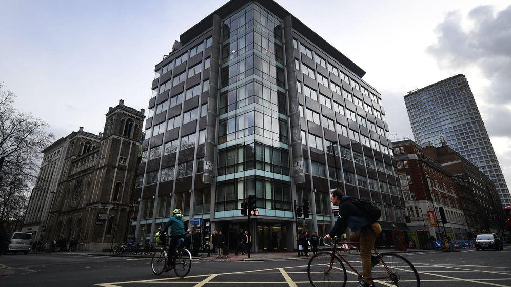 Foto: Vista exterior de la sede de la consultora británica Cambridge Analytica en Londres. (EFE)