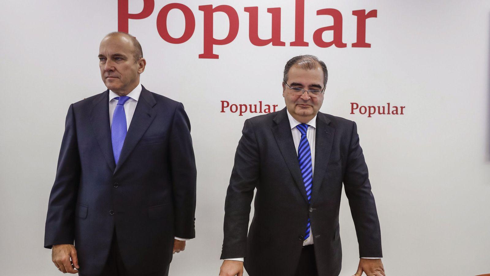 Foto: El expresidente de Popular, Ángel Ron (d) y el exconsejero delegado, Pedro Larena. (EFE)