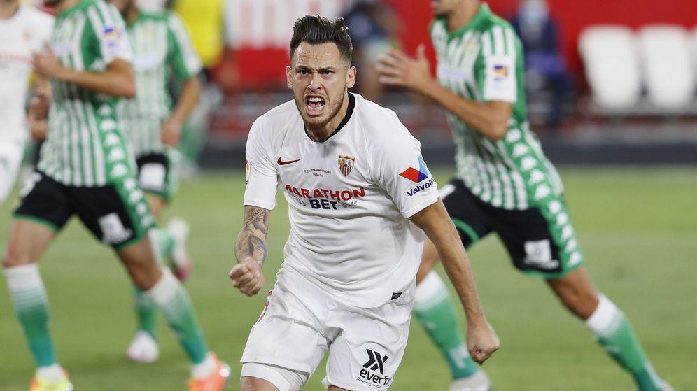 Foto: Ocampos celebra el primer gol del Sevilla en el derbi contra el Betis. (EFE)