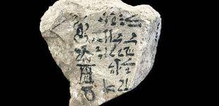 Post de El enigma del ABCD: la piedra egipcia en la que aparece el alfabeto