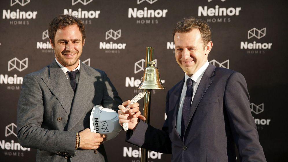 Foto: Juan Pepa, junto a Juan Velayos, consejero delegado de Neinor, en el toque de campana de la promotora.