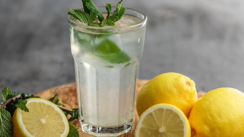 Agua con limón para adelgazar. (Francesca Hotchin para Unsplash)