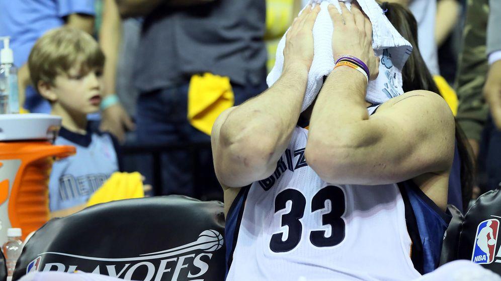 Foto: Marc Gasol, desolado en el banquillo tras ser eliminado por los Golden State Warriors.