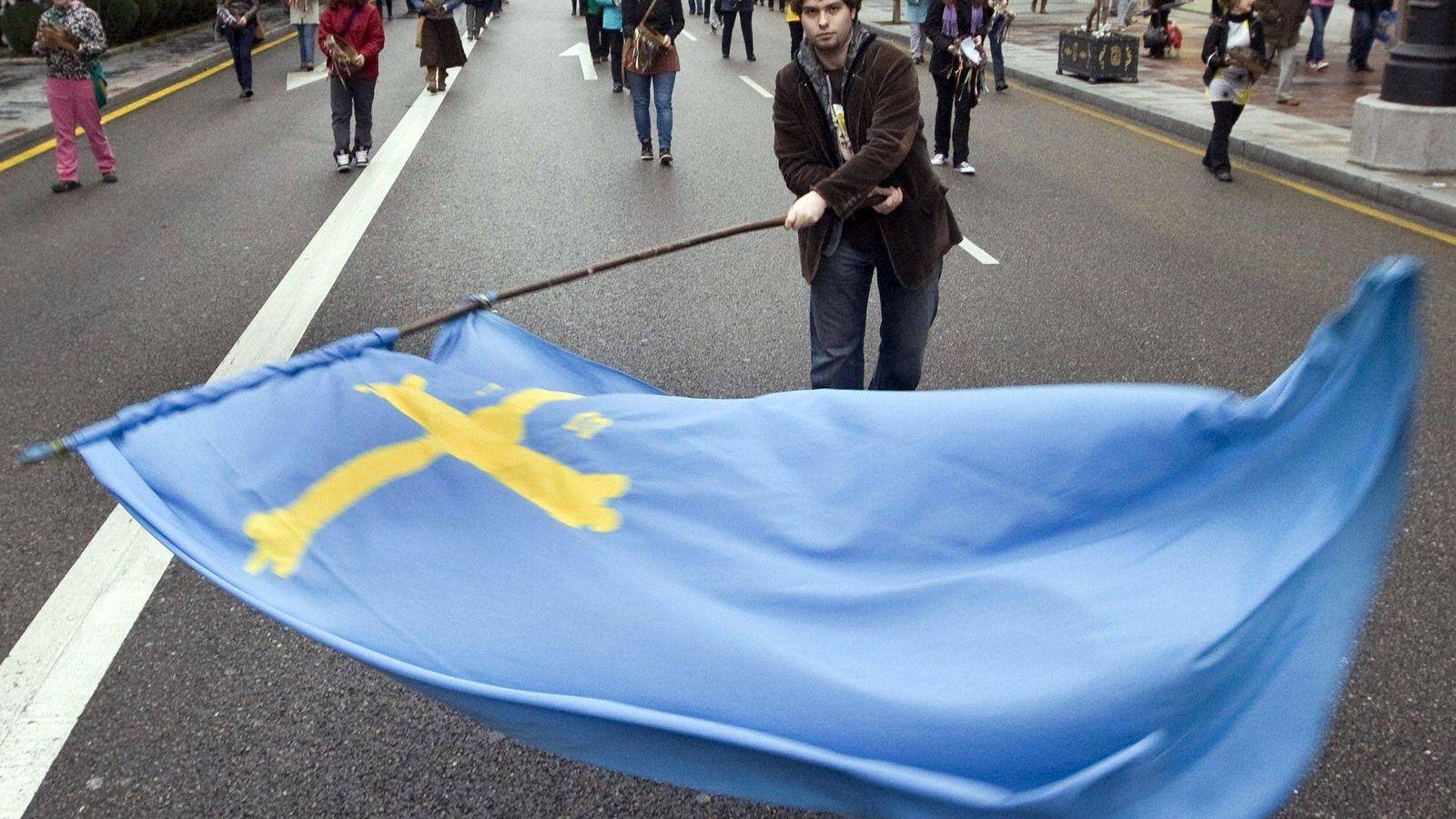 Foto: Manifestaciones por la oficialidad de la lengua asturiana en Oviedo. (EFE)