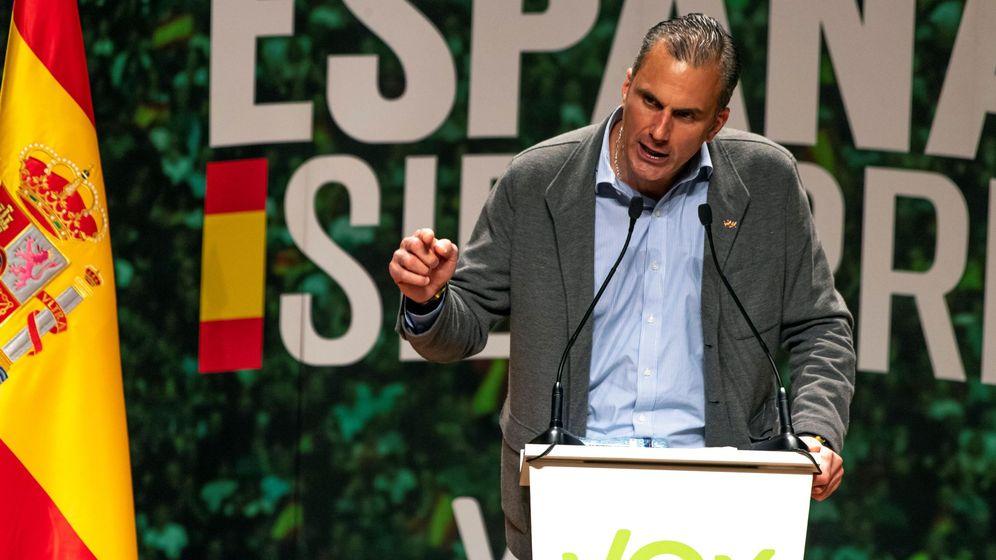 Foto: El secretario general de Vox, Javier Ortega Smith, participa en un acto de campaña electoral. (EFE)