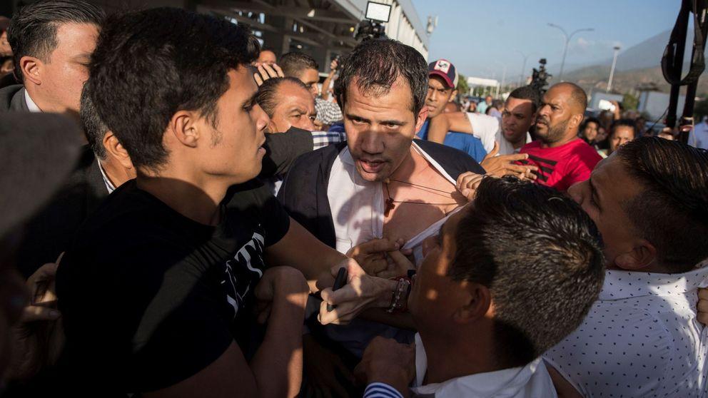 Guaidó es agredido por una muchedumbre chavista tras aterrizar en Venezuela