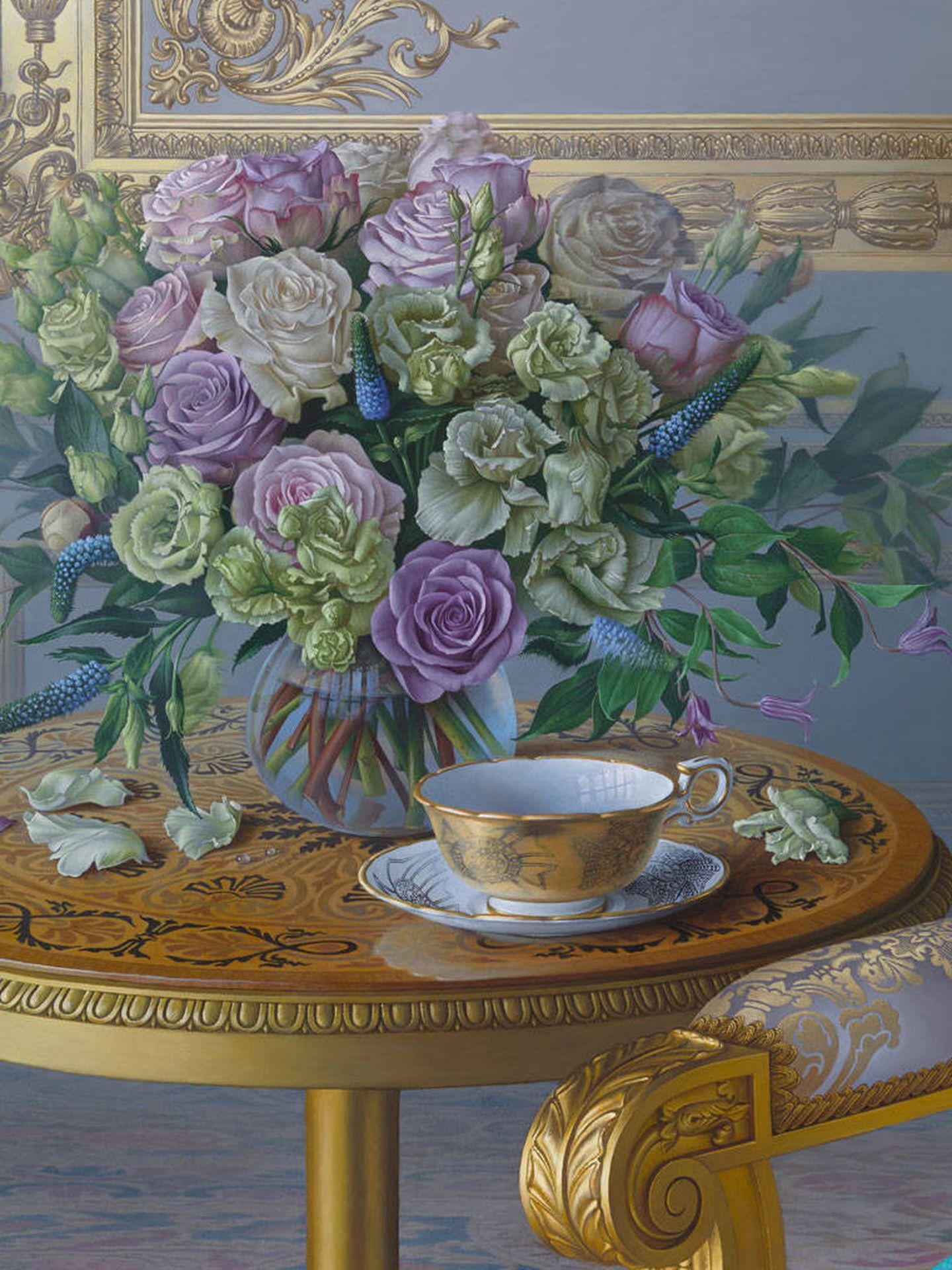 Detalle de la taza de té en el retrato de Isabel II. (Cortesía)