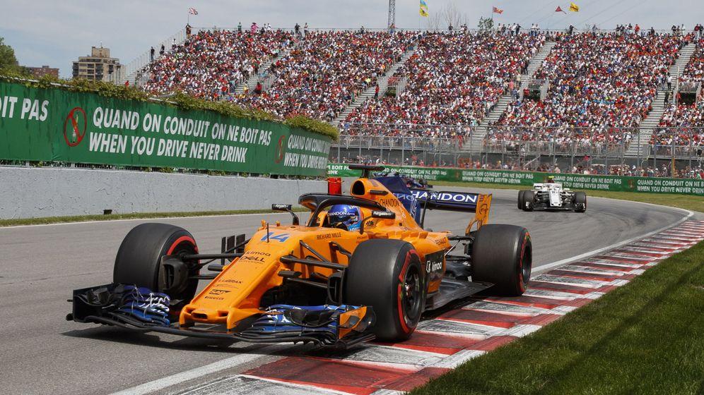 Foto: El McLaren de Fernando Alonso sobre el trazado de Canadá. (EFE)